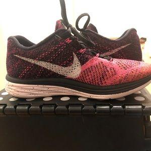 Nike fly knit sneaker